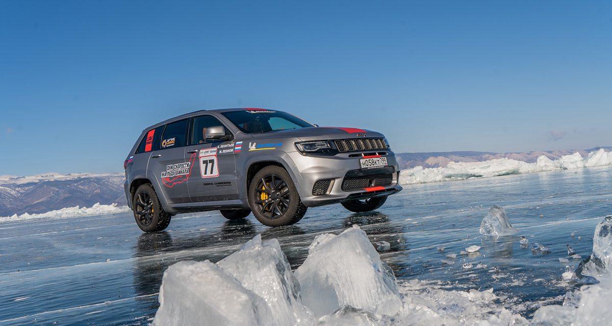 Jeep buz üstünde yeteneklerini sergiledi ve rekor kırdı!