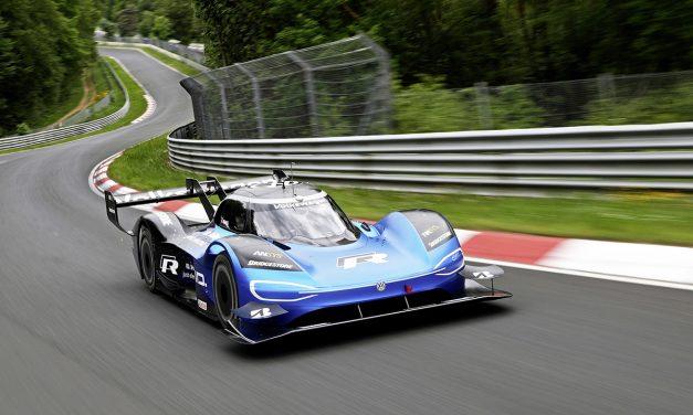 Yılın elektrikli yarış aracı ödülünün sahibi VW ID R