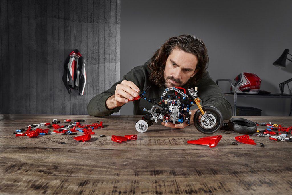 Lego Technic Ducati V4 R