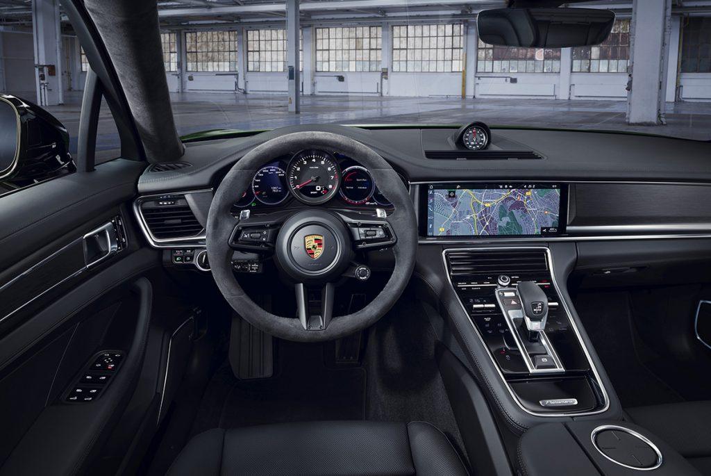 Yeni Panamera Turbo S E-Hybrid