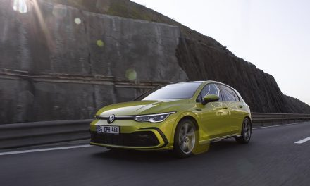 Yeni Volkswagen Golf 223 bin TL'den ülkemize geldi